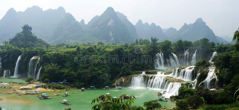 Schilderachtige waterval stock foto's