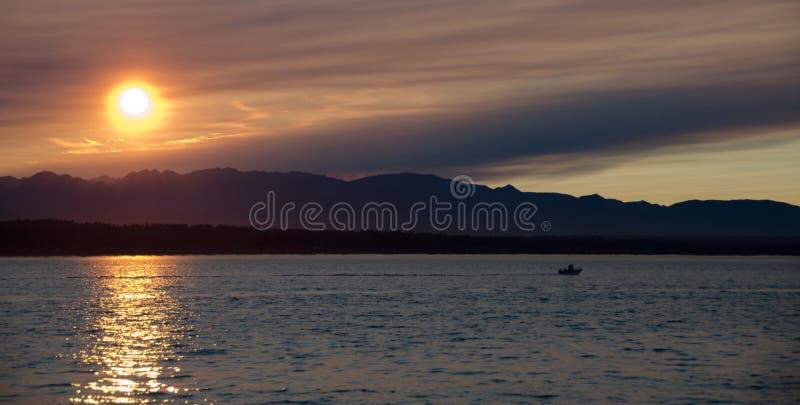 Schilderachtige zonsondergang in Puget Sound royalty-vrije stock foto