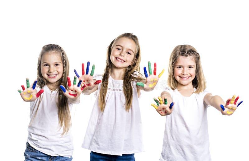 Schilderde glimlachend meisje drie met de palmen door een verf Geïsoleerdj op witte achtergrond royalty-vrije stock foto