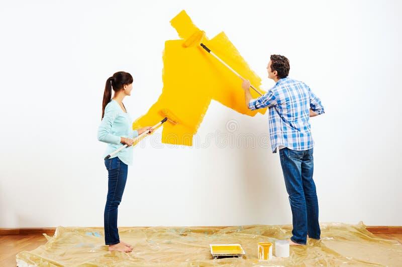 Schilderend nieuw huis stock foto