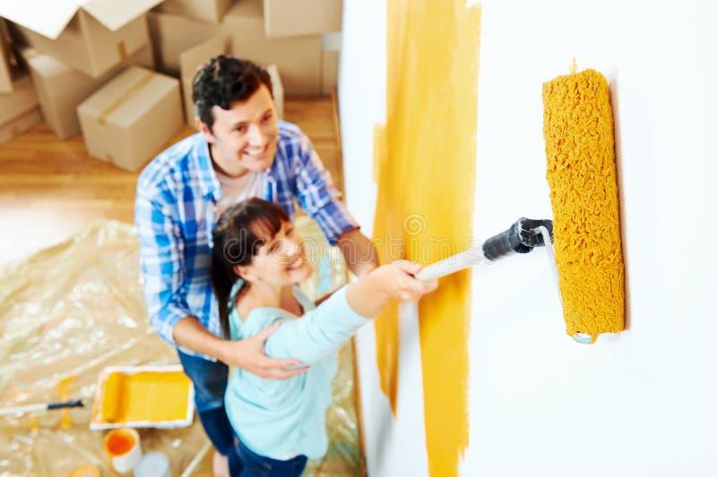 Schilderend nieuw huis royalty-vrije stock afbeelding