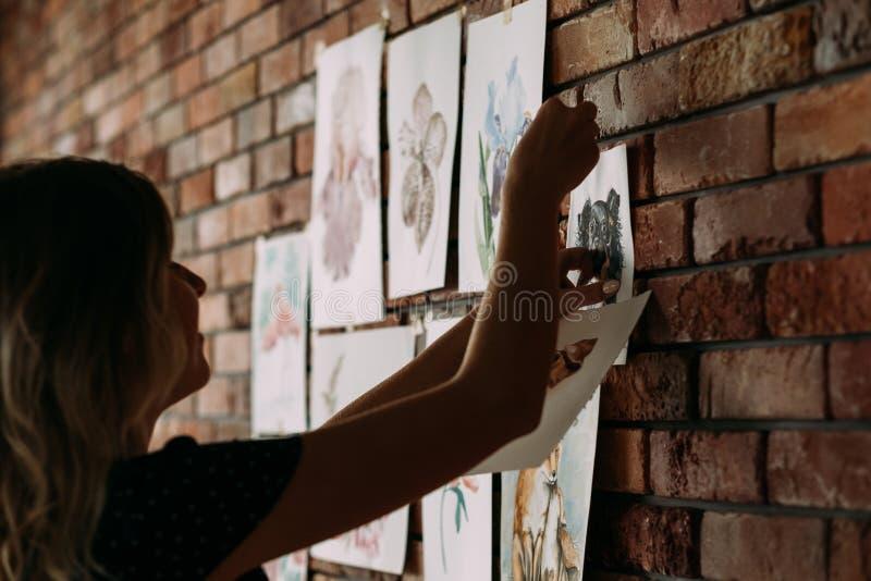 Schilderende de waterverftekening van het hobby listige talent stock fotografie