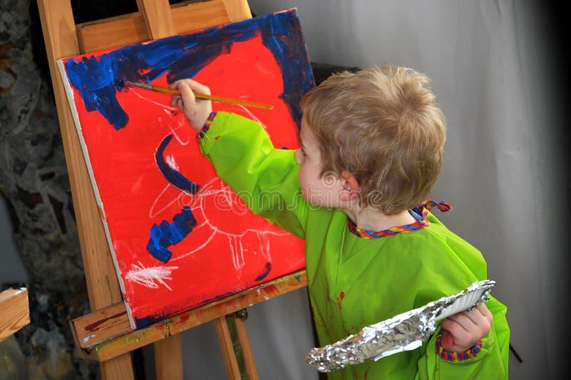 Schilderende jongen stock afbeeldingen