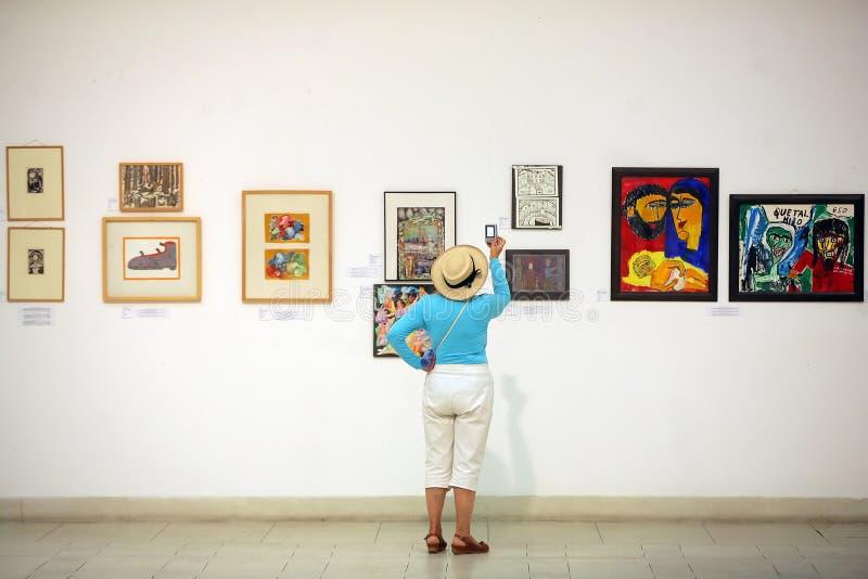 Schilderijen in een tentoonstelling stock foto's