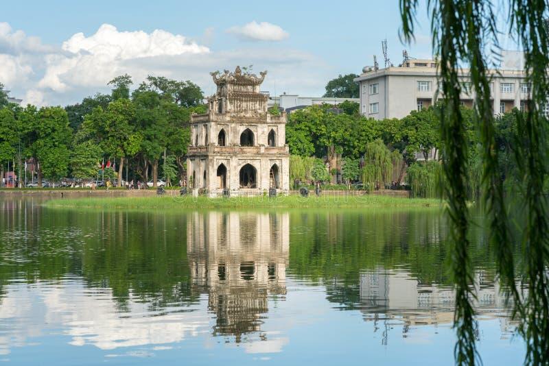Schildpadtoren Thap Rua in het meer van het het meerzwaard van Hoan Kiem, Ho Guom in Hanoi, Vietnam royalty-vrije stock afbeeldingen