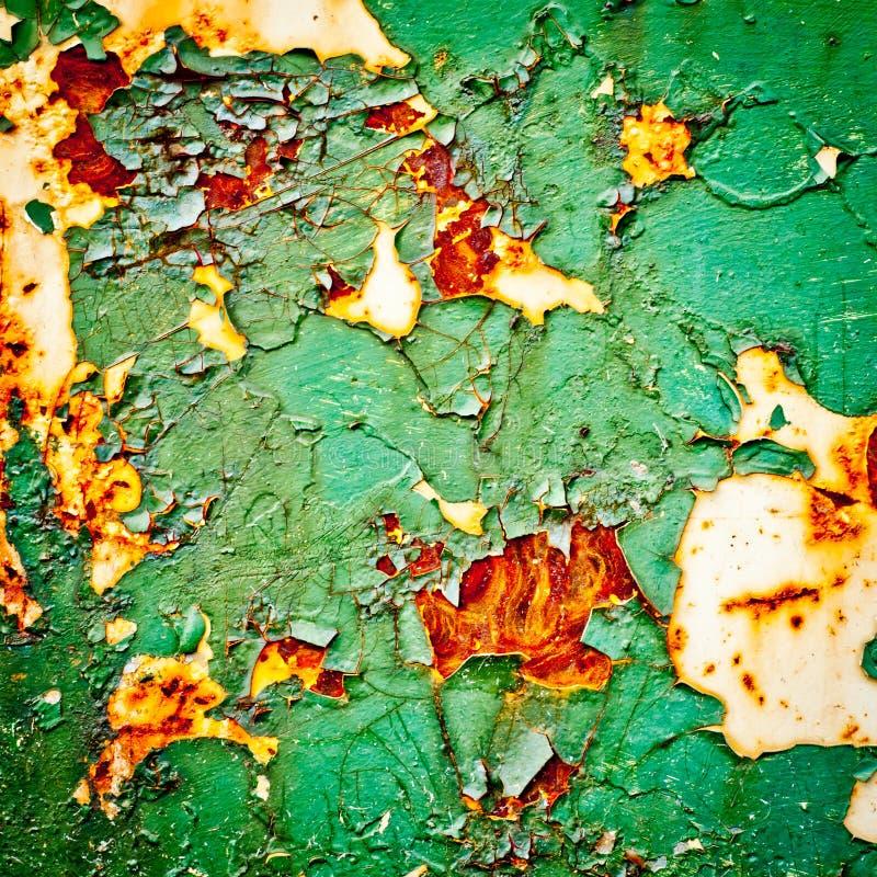 Schilverf op roestige metaalachtergrond De textuur van Grunge stock foto's