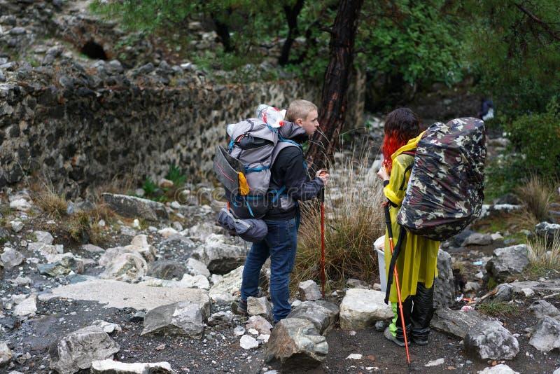 Schimäre, brennende Felsen sind bemerkenswertes Stelle ot die Spur von Lycian-Weise nahe Cirali, Antaly lizenzfreie stockbilder