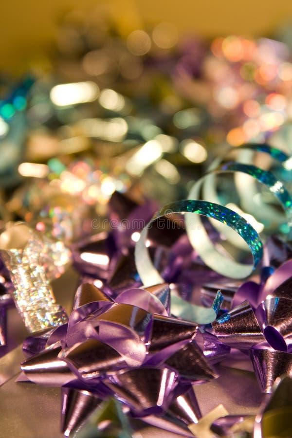Schimmernde Weihnachtsverpackung und -dekorationen stockfotos