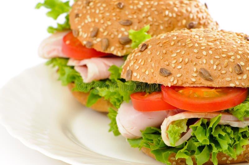 Schinken-Salat Rolls lizenzfreie stockfotos