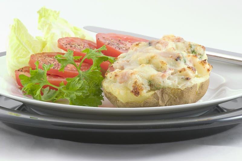 Schinken u. Schweizer-Angefüllte Kartoffel lizenzfreies stockfoto