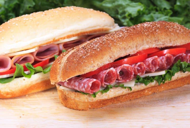 Schinken- und Salamisandwiche stockfotos