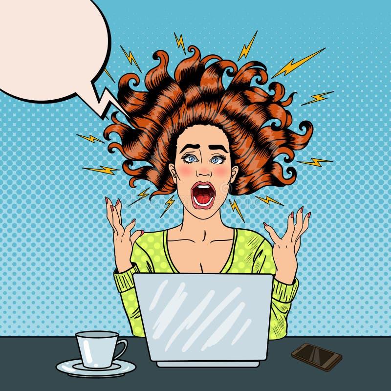 Schiocco Art Aggressive Furious Screaming Woman con il computer portatile sul lavoro d'ufficio illustrazione vettoriale