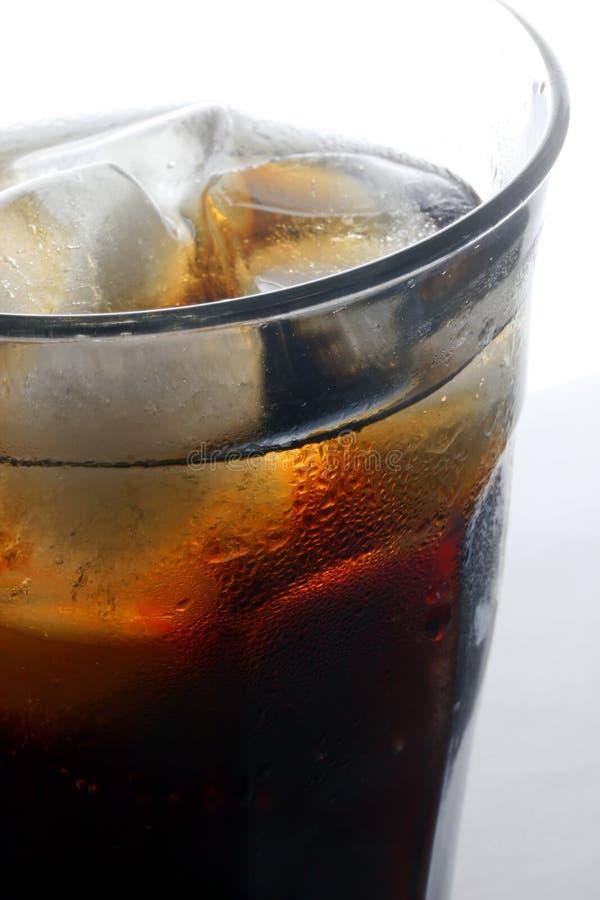 Schiocco di soda con ghiaccio fotografia stock