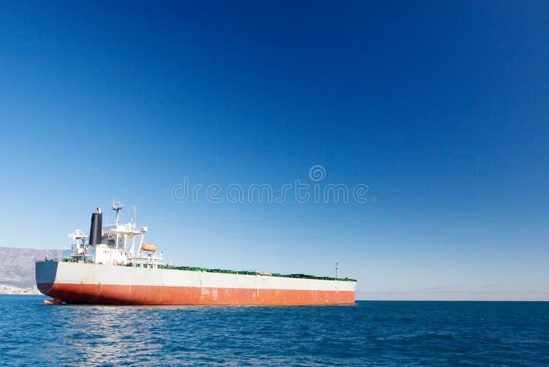 Download Schip #5 stock foto. Afbeelding bestaande uit golvend, bergen - 282278