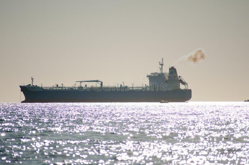 Schip in de haven stock afbeelding