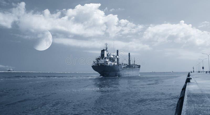 Schip die de haven verlaten royalty-vrije stock foto's