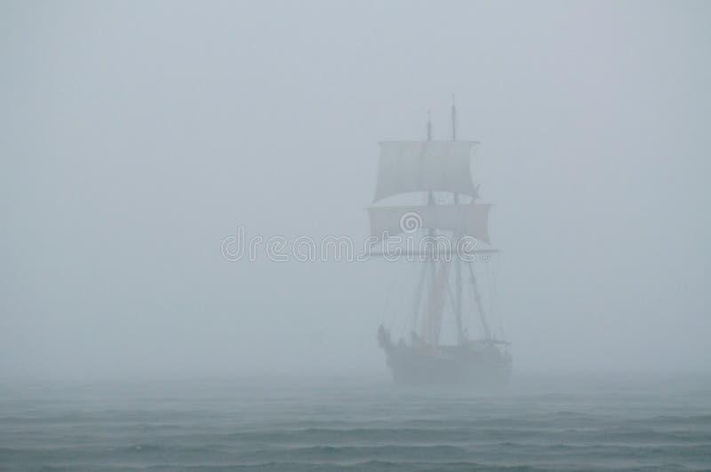 Schip in een mist stock foto's