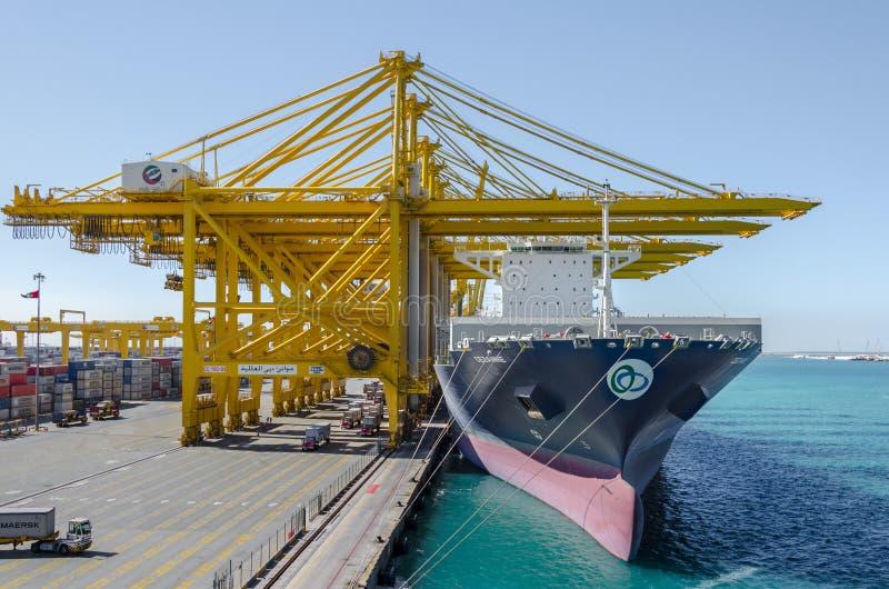 Schip in haven stock afbeelding