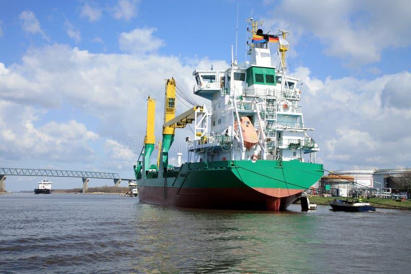 Schip met lading op het Kanaal van Kiel, Duitsland royalty-vrije stock fotografie