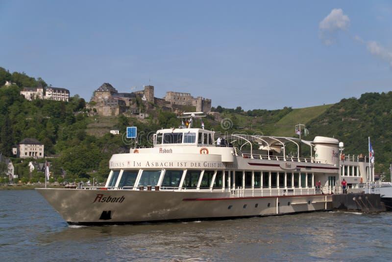 Schip op de Rijn stock afbeeldingen