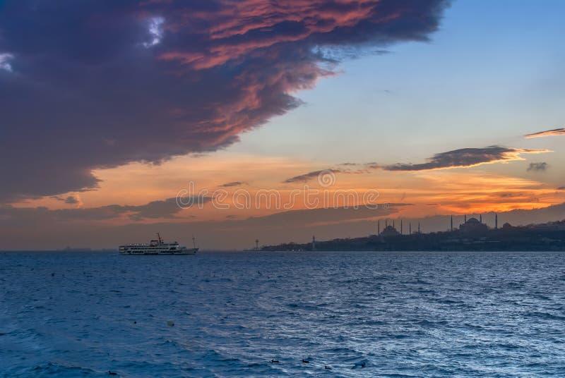 Schip op het overzees van Marmara stock fotografie