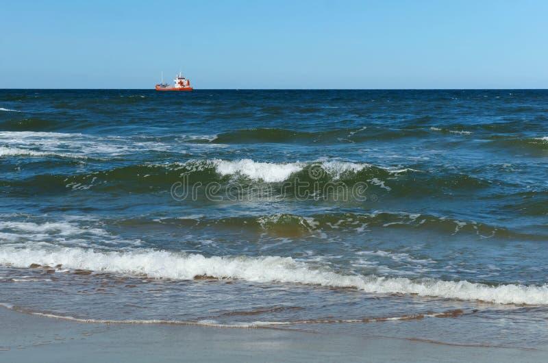 Schip, visserij, overzees, golven, visserij, vissen, mijnbouw, het slepen, kruiser stock foto