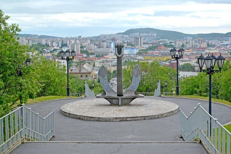 Schipanker, een deel van een gedenkteken in geheugen van de zeelieden die in vredestijd werden verloren moermansk royalty-vrije stock afbeelding