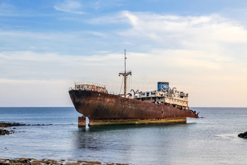 Schipbreuk dichtbij Arrecife, Lanzarote. stock fotografie