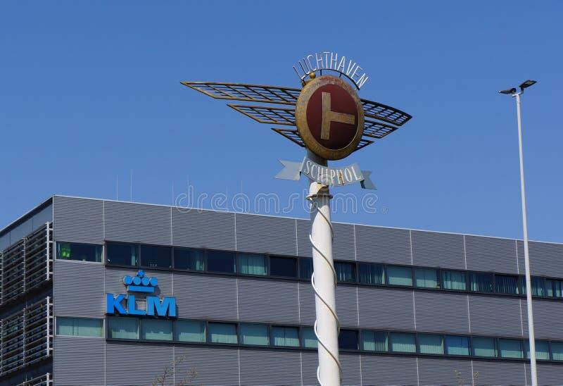 Schiphol Amsterdam flygplats och KLM byggnad arkivfoton