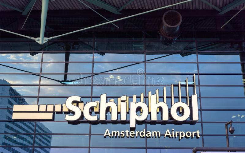 Schiphol Amsterdam luchthaveningang, het reizen van Nederland royalty-vrije stock afbeeldingen