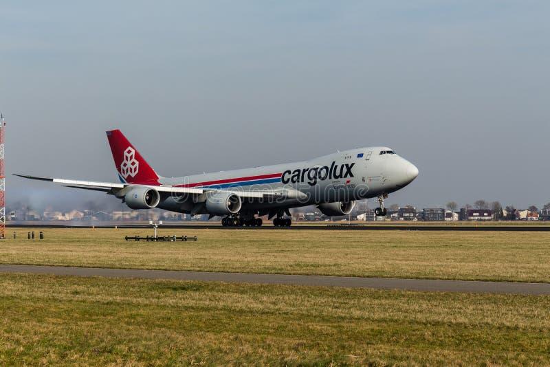 Schiphol lotnisko Północny Holandia holandie,/- Luty 16 2019: Cargolux linie lotnicze Międzynarodowy Boeing 747-8F LX-VCF zdjęcia stock