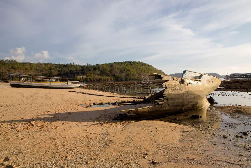 Schipwrak at low tide, Nusa Penida, Indonesië royalty-vrije stock foto
