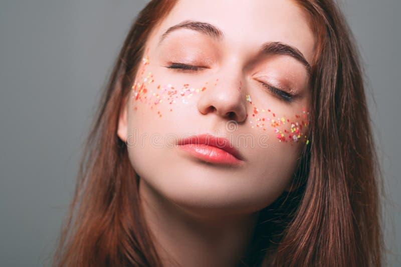 Schitter van de de jeugdschoonheid van de make-uphuid het dromerige wijfje stock afbeelding