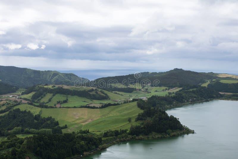 Schitterend beeld Aanzicht op de kust van de stad Ponta Delgada, eiland San Miguel, Portugal stock fotografie