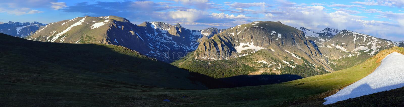 Schitterend breed panorama van het rotsachtige hoge alpiene landschap van het bergen nationale park, Colorado royalty-vrije stock foto