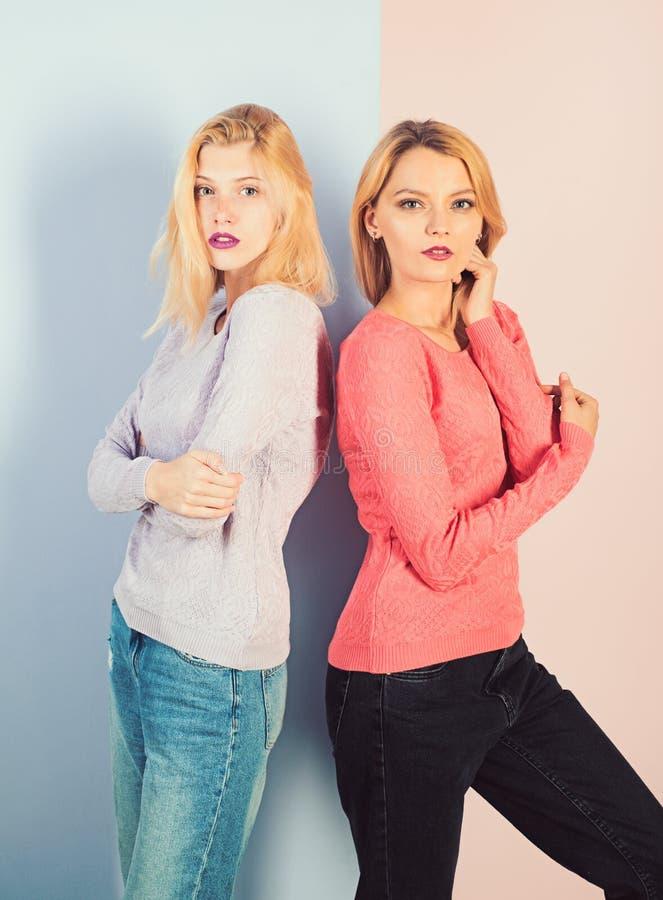 Schitterend het kijken Sensuele vrouwen r Manier en glamourblik van mode royalty-vrije stock fotografie