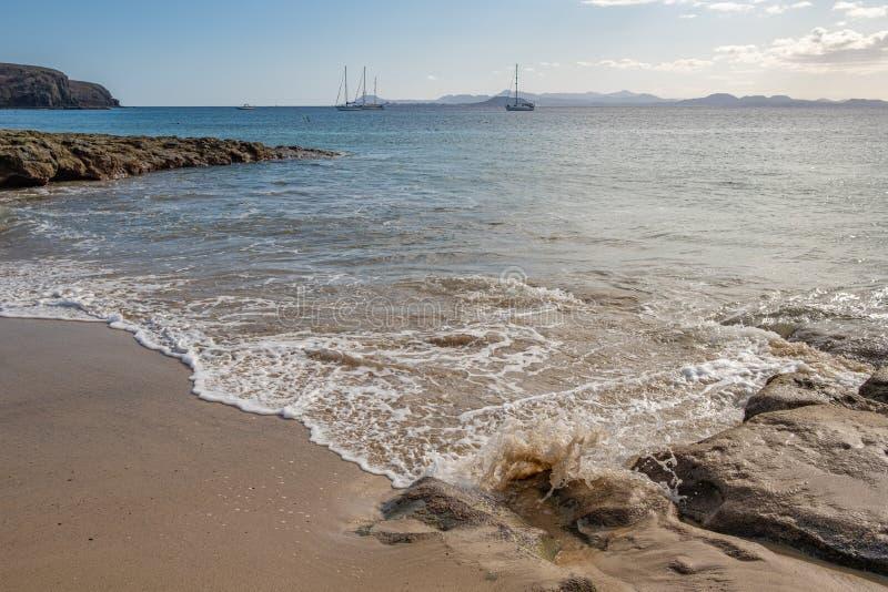 Schitterend strand op Playa Papagayo stock afbeelding