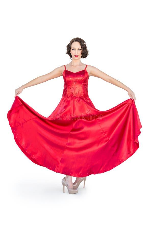 Schitterende flamencodanser die haar rode kleding houden royalty-vrije stock fotografie