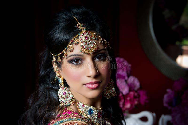 Schitterende Indische Bruid stock afbeeldingen