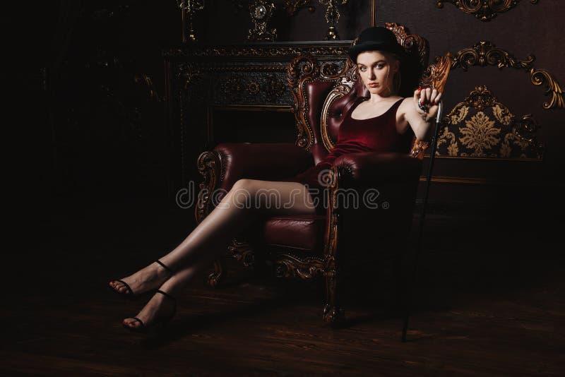Schitterende jonge vrouw royalty-vrije stock afbeeldingen