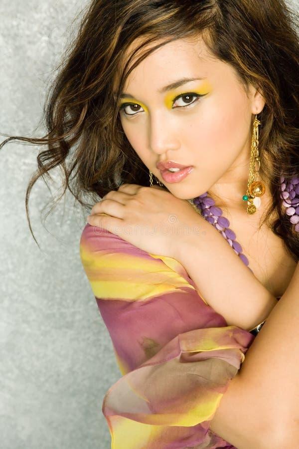 Schitterende sexy Aziatische vrouw royalty-vrije stock afbeeldingen