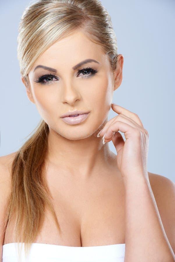 Schitterende sexy blonde vrouw royalty-vrije stock afbeelding