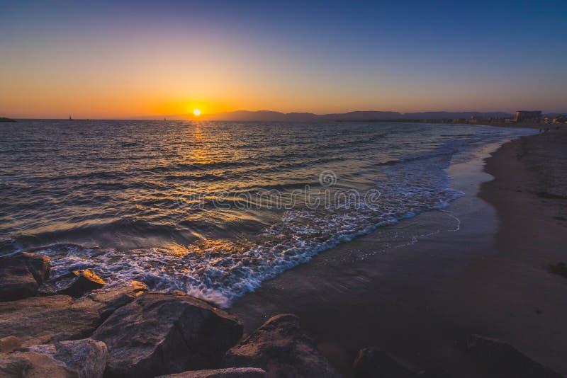 Schitterende Zonsondergang bij Vuurtorenstrand royalty-vrije stock afbeelding
