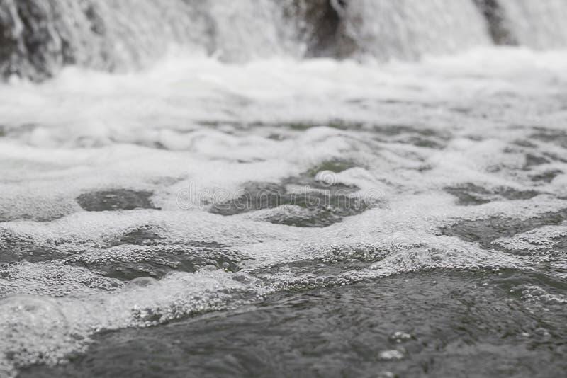 Schiuma da acqua di caduta fotografie stock libere da diritti