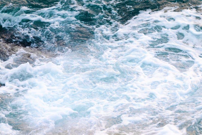 Schiuma dell'acqua di mare, vista superiore fotografia stock libera da diritti