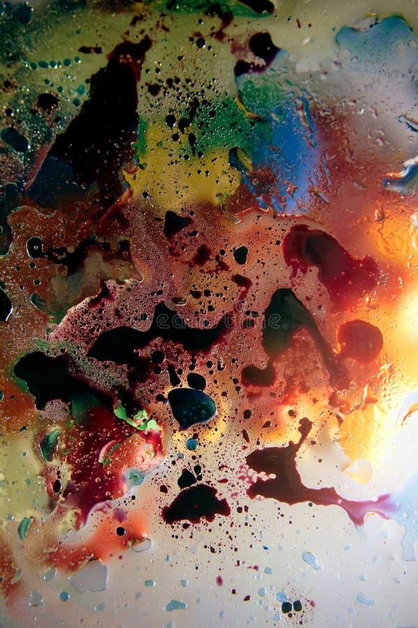 Schiuma di superficie di olio in acqua del fondo variopinto astratto di sapone con il macro primo piano del colpo delle bolle fotografie stock