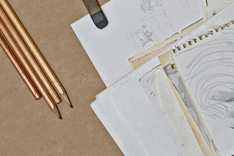 Schizzi, matite e gomma immagine stock libera da diritti