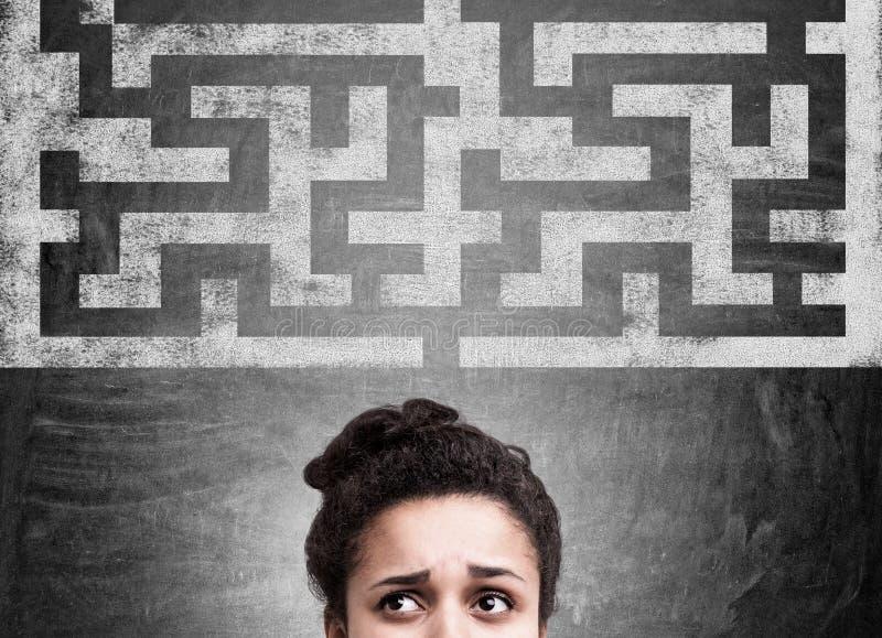 Schizzo del labirinto e della donna di colore fotografia stock