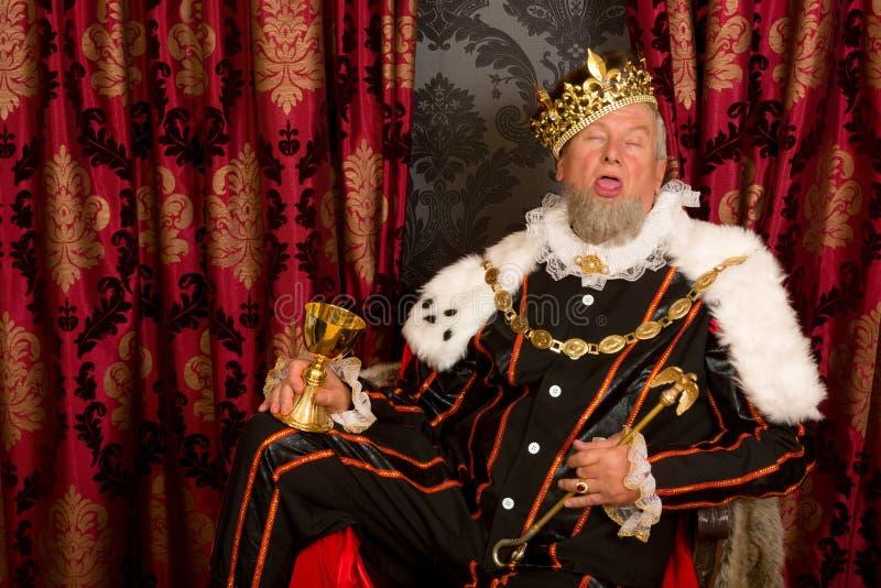 Schläfriger getrunkener König stockfotos