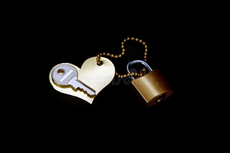 Schlüssel, Herz, Verschluss- Symbol der Liebe und Hingabe lizenzfreie stockfotografie